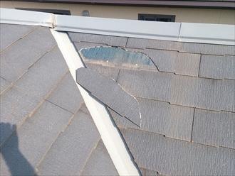 小平市鈴木町で割れたスレート葺き屋根をエコグラーニでカバー工事