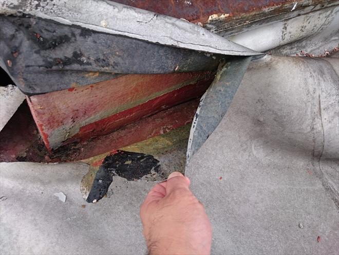 稲城市東長沼で劣化した屋上のシート防水を雨漏りしないよう新たに防水工事で直します