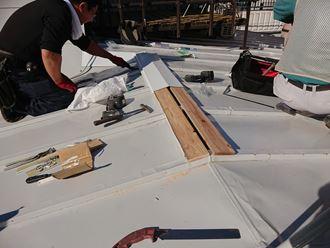 文京区千駄木で棟板金の無い瓦棒屋根からの雨漏り修理