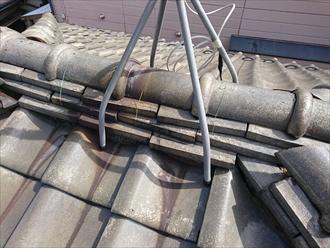 小平市鈴木町で漆喰(しっくい)が剥がれ、崩れ始めた棟瓦を取り直し工事で修復