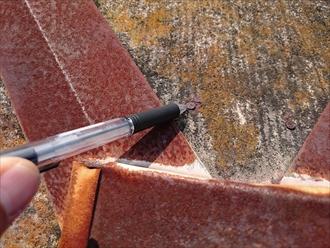 稲城市平尾で築20年以上メンテナンスをしていないスレート屋根を葺き替え工事します