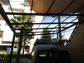 吹き飛んだカーポート屋根