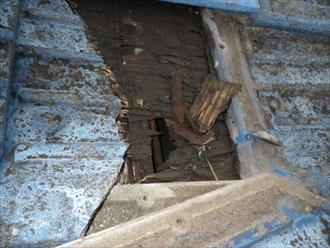 日野市平山で雨漏りしているセメント瓦屋根をガルバリウム鋼板へ葺き替えます