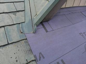 調布市深大寺北町 屋根カバー工法 大屋根の防水紙取り付け