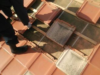 府中市西原町で台風の強風で瓦が剥がれた屋根の葺き直し(葺き戻し)