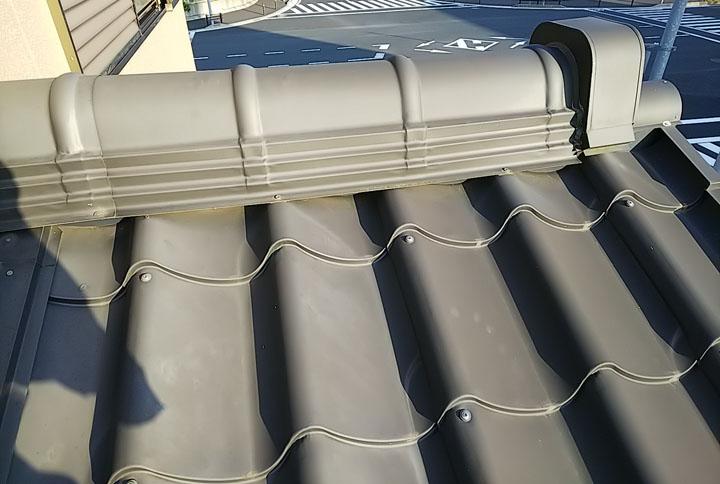金属瓦の屋根