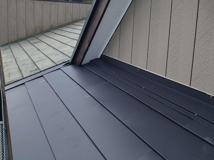 調布市深大寺北町 金属屋根材を使用した屋根カバー工法