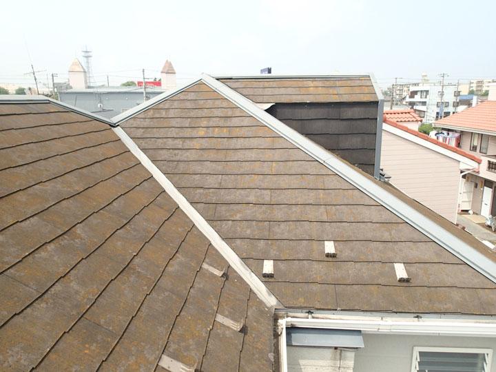 複雑な形状のスレート屋根です