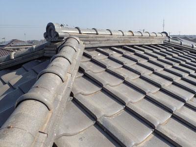 屋根葺き直しで雨漏りを解消した瓦屋根