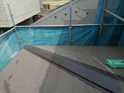 棟板金交換後のスレート屋根