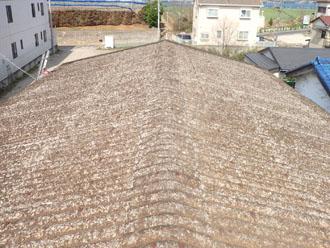 スレートの倉庫、屋根カバー工法前
