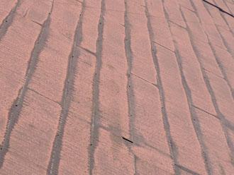 屋根材の重なりの部分の極端な変色