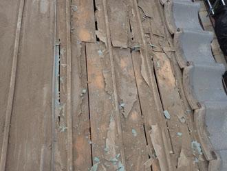 他の部分の防水紙もボロボロ