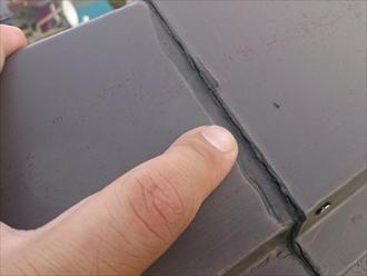 国分寺市東元町で縁切りされずに塗装された化粧スレートに下地が傷みが発生