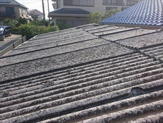 大波スレート葺きの屋根