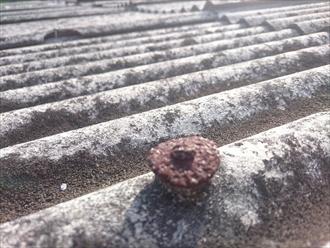 練馬区関町南で劣化してボロボロになった小波スレートをガルバリウム鋼板で葺き替えます