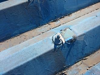 練馬区貫井で折板屋根を塗装、塗り替え工事にはサビ止めが重要です
