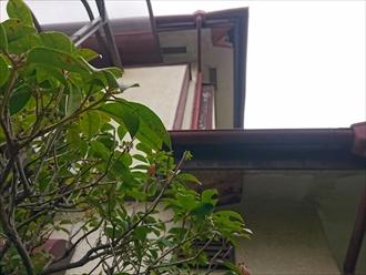 軒天の破損は屋根に原因があります