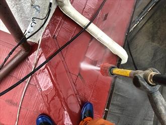 塗装の前には高圧洗浄します