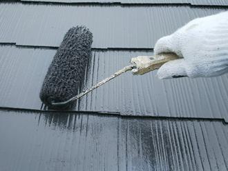 国立市中 屋根塗装 ファインシリコンベストで上塗り