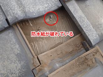 昭島市中神町で屋根の防水紙破れを屋根葺き直し工事で改善します