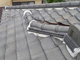 昭島市中神町 屋根葺き直し工事前の屋根の谷部の錆び