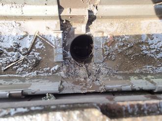 町田市金井 雨樋の詰まり除去 土を除去