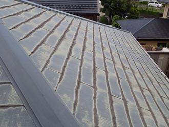 多摩市連光寺 屋根塗装前のの屋根は色褪せしている