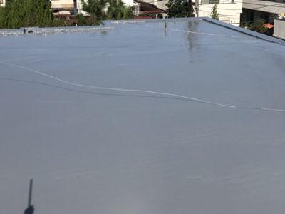 通気緩衝工法となったウレタン防水の陸屋根