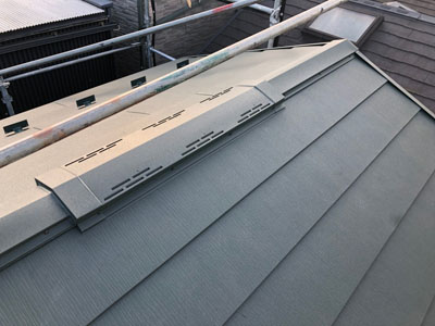 スーパーガルテクトで屋根カバー工事された屋根
