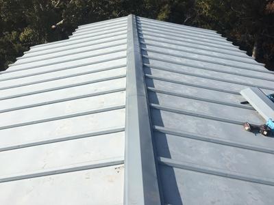 瓦棒屋根、棟板金交換後