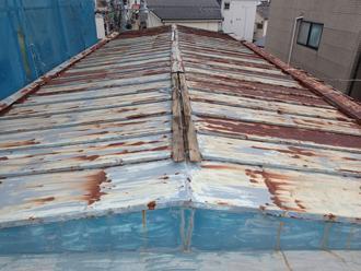 瓦棒屋根、屋根カバー工事前