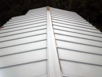 瓦棒屋根、棟板金交換前