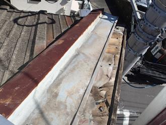 セメント瓦が落下した屋根
