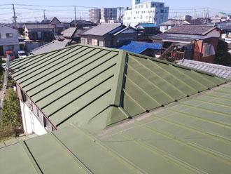 棟板金交換前の瓦棒屋根