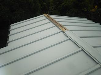 棟板金が飛散した瓦棒屋根
