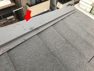 棟板金に残された雹の跡
