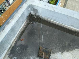 中央区雨水が溜まっている陸屋根