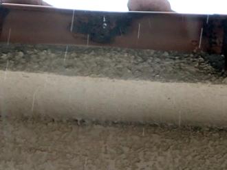 雨樋の漏水による変色