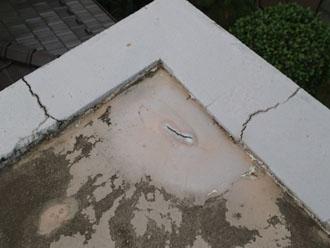 中央区陸屋根のパラペット上部にできたクラック