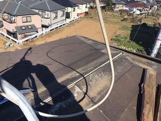 棟板金と貫板を取り外したスレート屋根