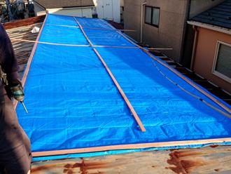 点検時に屋根を養生