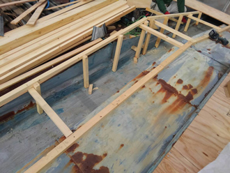 谷部分へ屋根組み