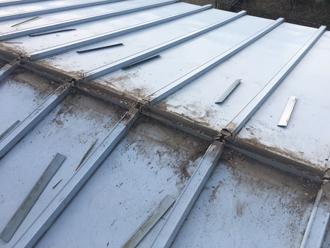 貫板の解体・撤去、短冊状の板
