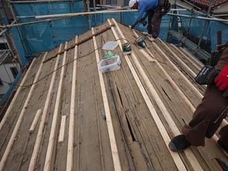 母屋の木材の追加で取り付け