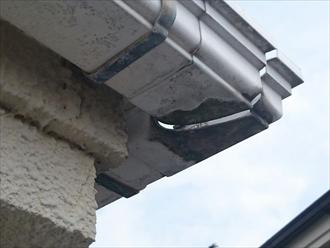 小平市上水南町で雨樋の破損がきっかけで屋根カバー工事をおこないます