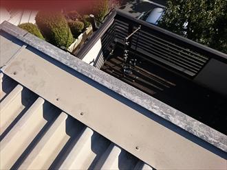 屋根の回りの破風も金属です