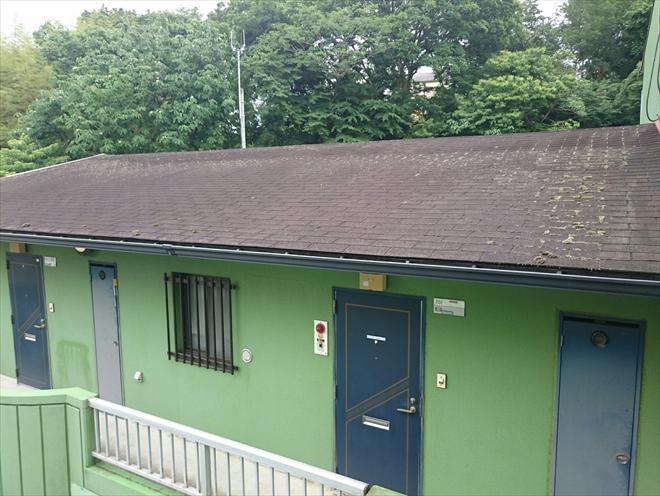 マンションのアスファルトシングル葺きの屋根