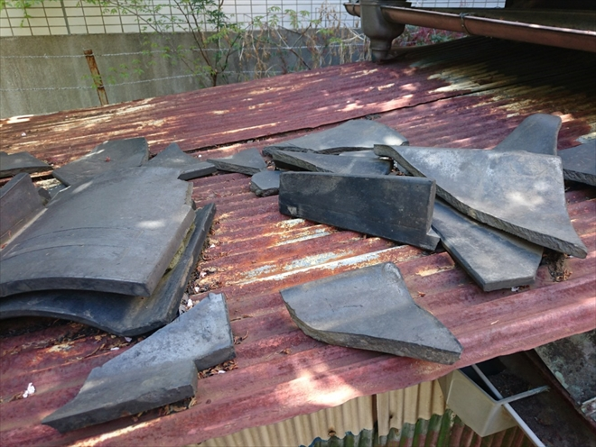 新宿区大久保で築70年の瓦屋根を調査、葺き替えが必要な状態です