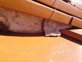 浮いている棟瓦の漆喰